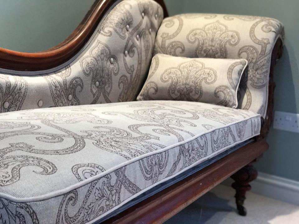 Classis corner sofa upholstered with gray pattern fabric